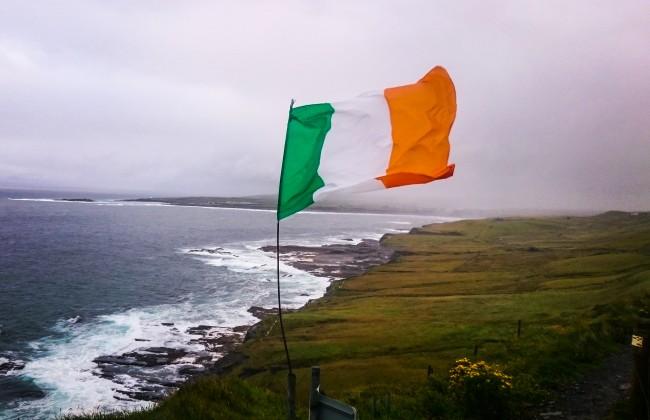 Drapeau de l'Irlande dans le Burren