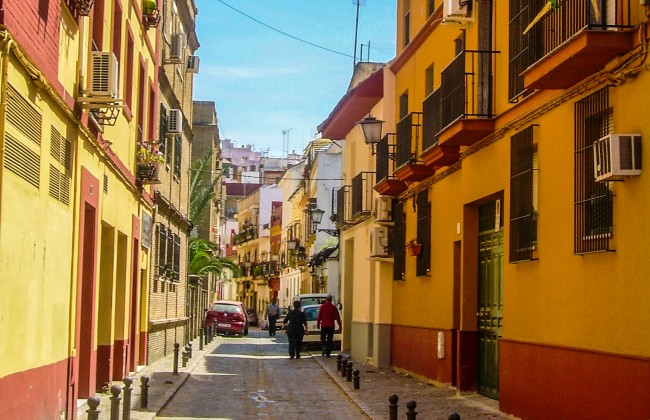 Rue colorée de Séville
