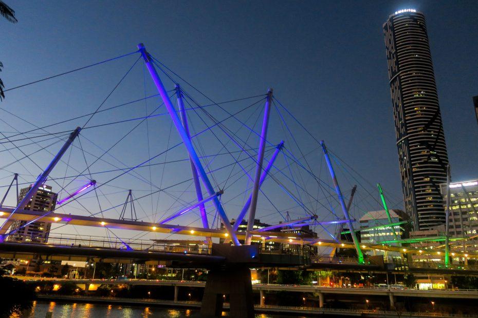 Les ponts de Brisbane de nuit