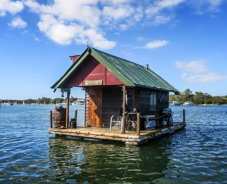 Petite maison sur la rivière