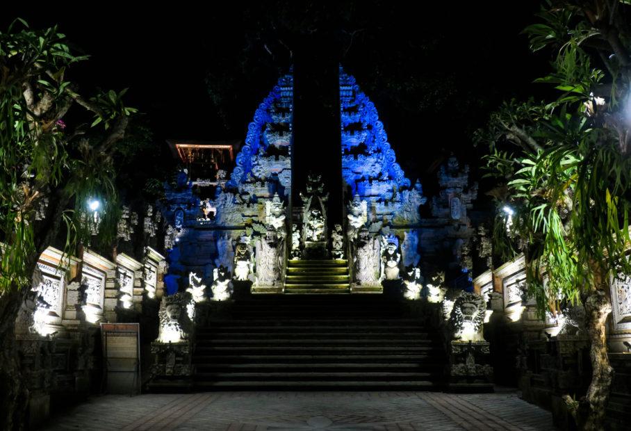 Ubud, temple la nuit